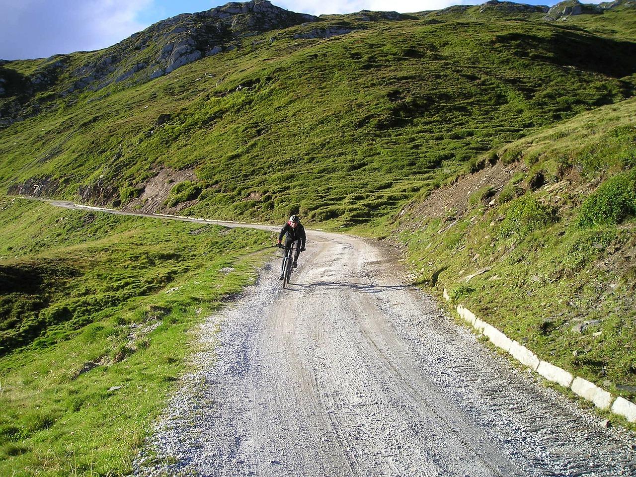 gravel-road-55354_1280